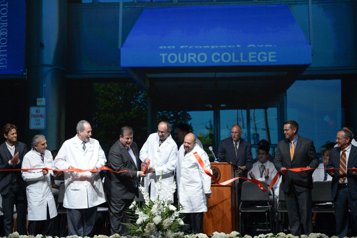 Middletown Mayor Joe DeStefano and Touro President and CEO Dr. Alan Kadish cutting ribbon at the Grand Opening celebration of the Touro College of Osteopathic Medicine (TouroCOM) in Middletown, N.Y.